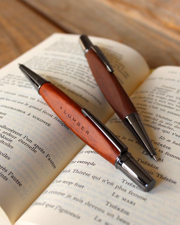 銘木をプラスしたボールペン「TRIANGLE BODY BALLPOINT PEN」