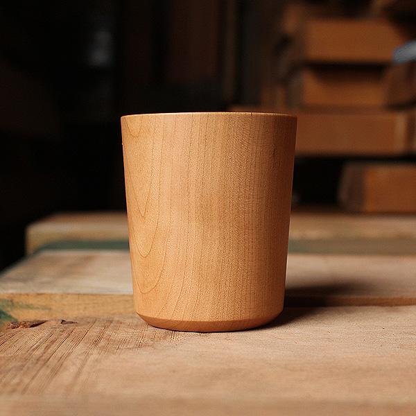 天然の木から削り出して仕上げた木製コップ・カップ「Wooden Cup 230ml」